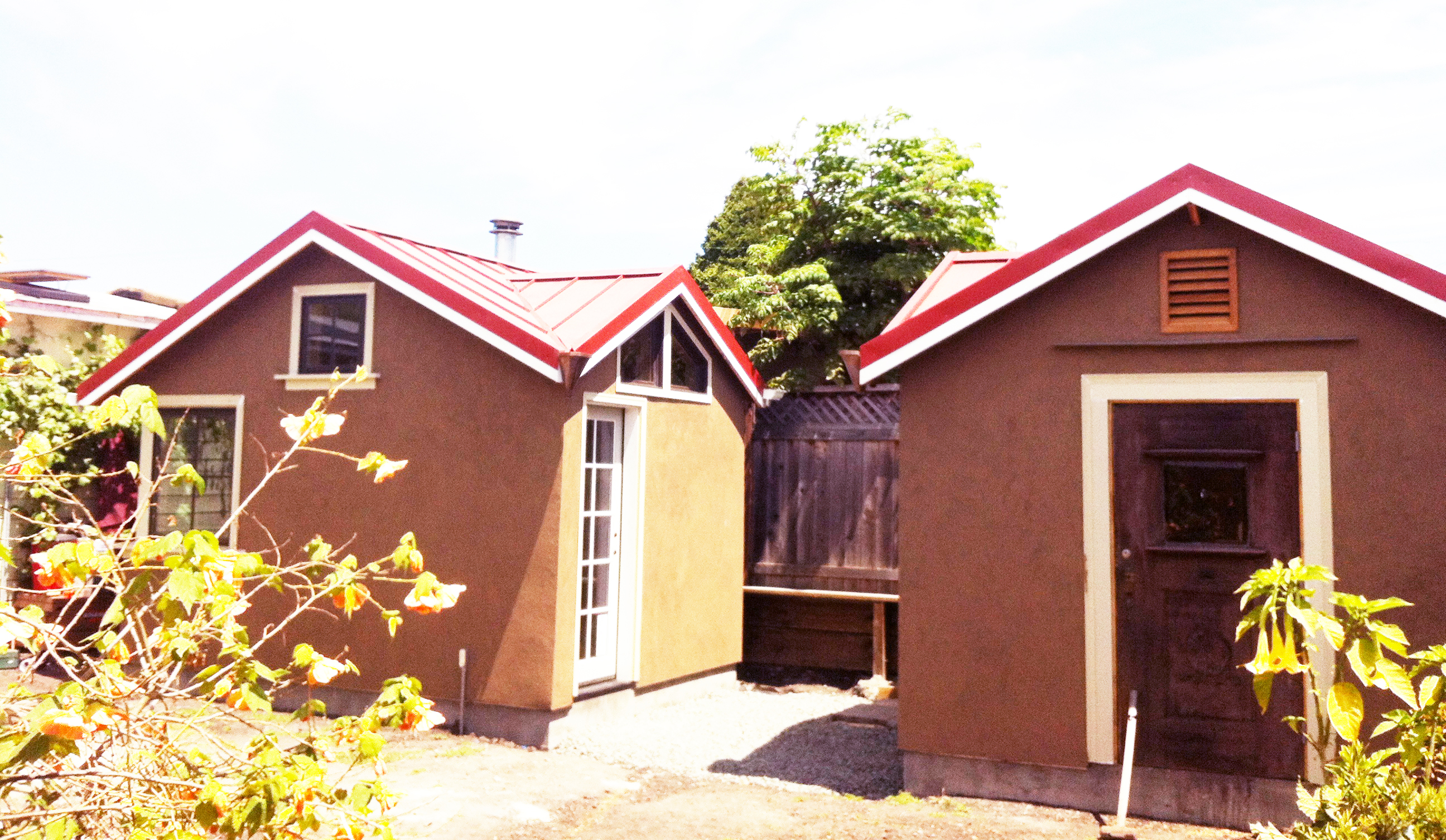 Red Metal Roofs And Warm Brown Stucco Deedsdesign