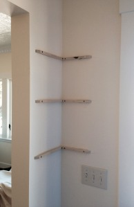 Corner shelf supports